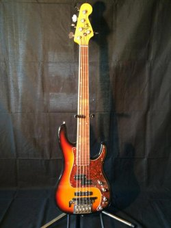 Eyb 5 String Bass